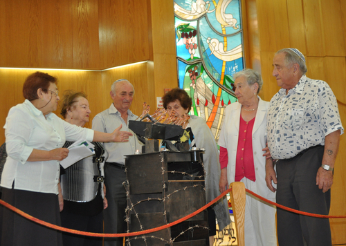 d3_HolocaustCeremony2015
